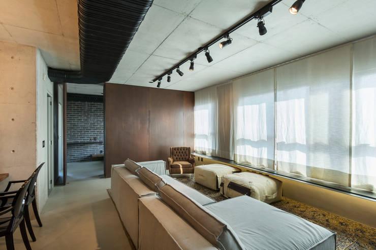 Ruang Keluarga oleh Studiodwg Arquitetura e Interiores Ltda. , Modern