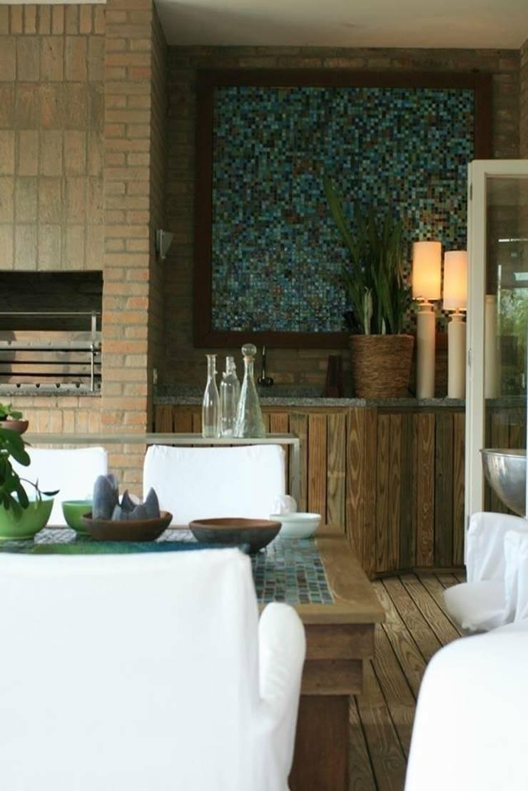 Residência LP: Terraços  por Tellini Vontobel Arquitetura