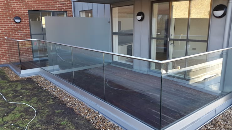 Glass Balcony:  Terrace by MDM GLASS LTD