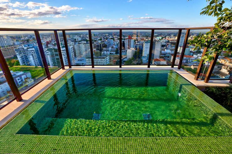 Modern pool by Tellini Vontobel Arquitetura Modern
