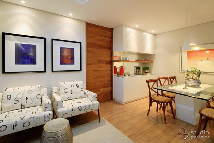 Salas de Estar e Jantar: Arte  por Camila Tannous Arquitetura & Interiores