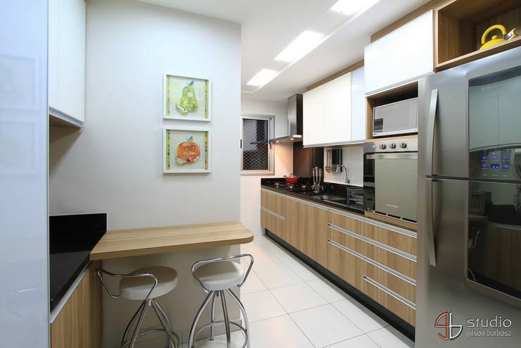 Cozinha: Cozinhas ecléticas por Camila Tannous Arquitetura & Interiores
