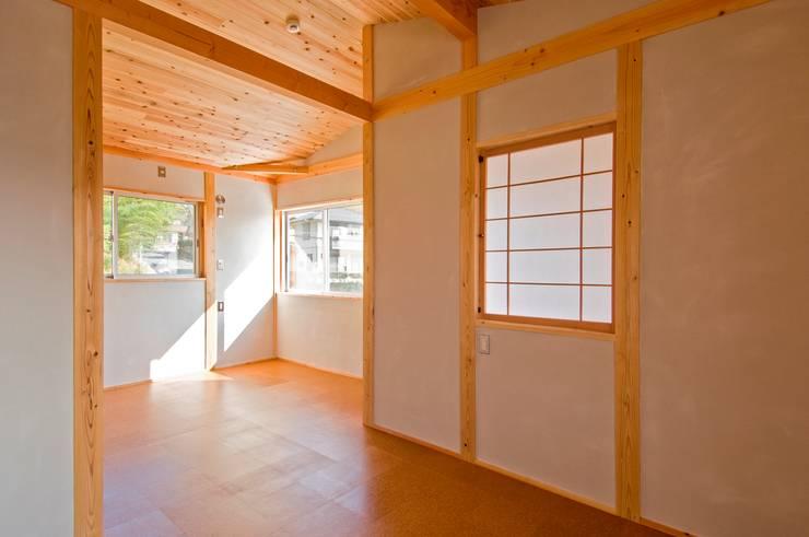 将来に仕切ることが出来る子供室: 氏原求建築設計工房が手掛けた子供部屋です。