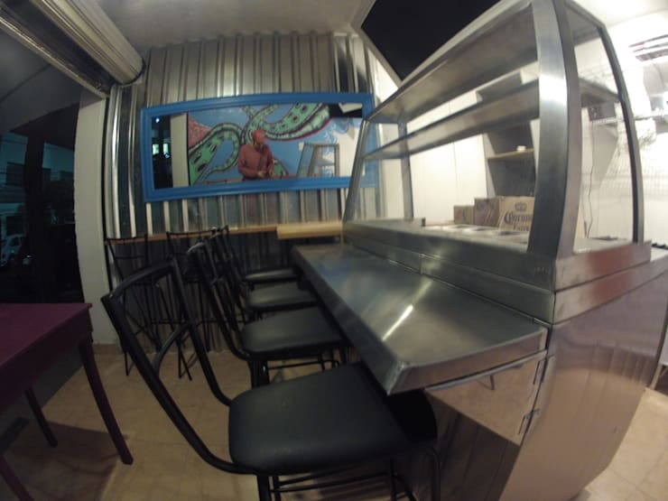 barra: Restaurantes de estilo  por Armatoste studio