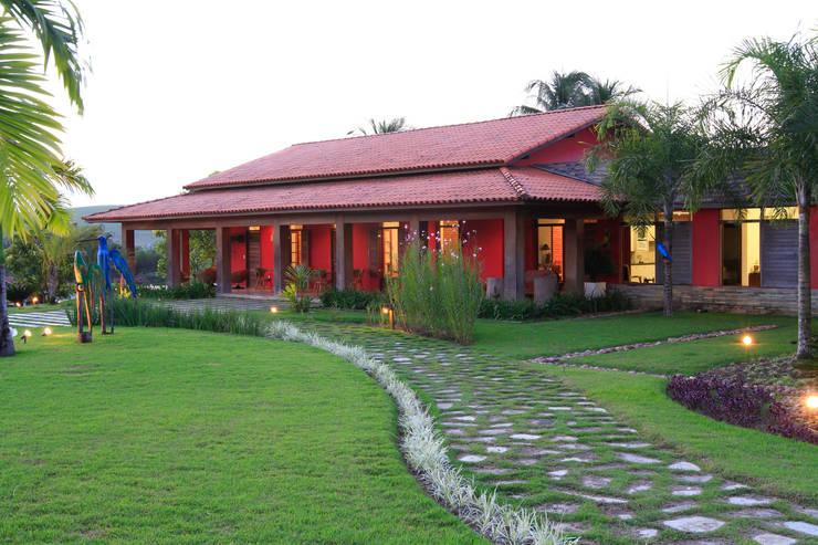 Casas de estilo rural por Andréa Calabria Arquitetura