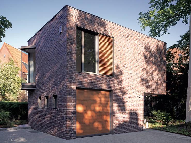 Eckperspektive : moderne Häuser von KITZMANN ARCHITEKTEN