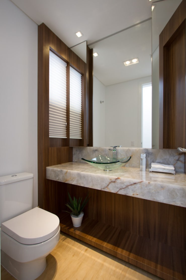 Casa AM - Joinville/SC – Estúdio Kza Arquitetura e Interiores: Banheiros  por Estúdio Kza Arquitetura e Interiores