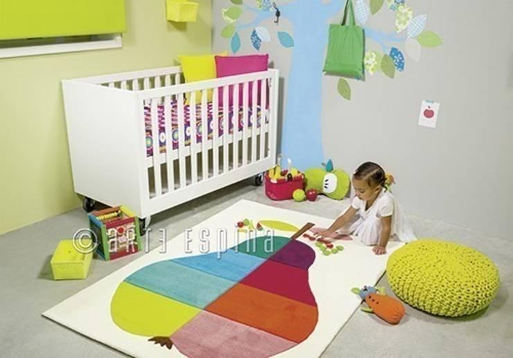 Kolorowy dywan do pokoju dziecka: styl , w kategorii Pokój dziecięcy zaprojektowany przez Sklep Internetowy Kiddyfave.pl