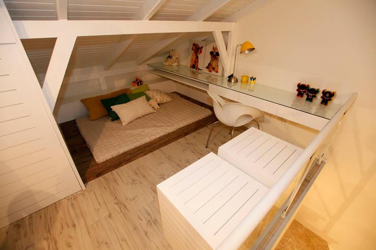 غرفة نوم مراهقين  تنفيذ Estúdio Kza Arquitetura e Interiores