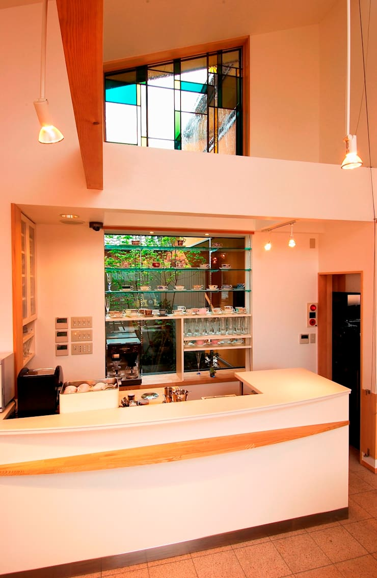 喫茶カウンター: 氏原求建築設計工房が手掛けたオフィス&店です。,