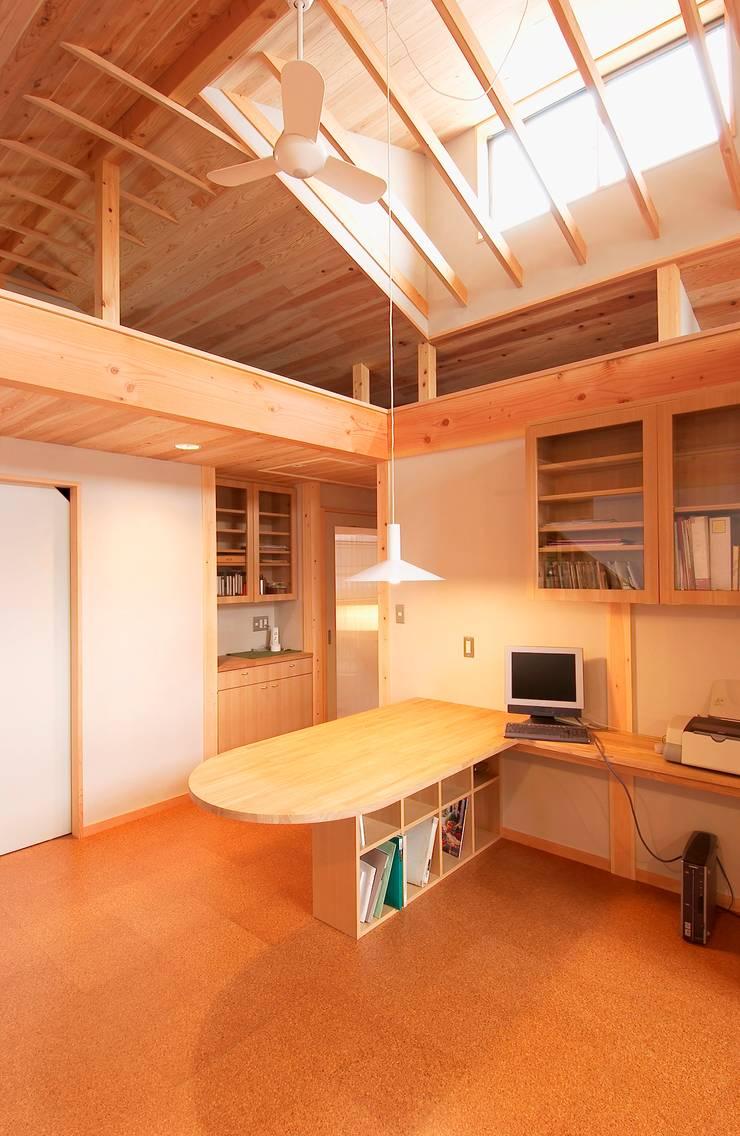 2階住宅部分のリビング、ダイニング: 氏原求建築設計工房が手掛けたリビングです。,