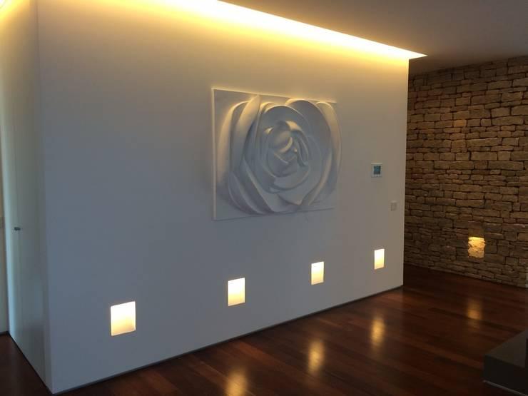 Painel Flor: Salas de estar  por Iva Viana Atelier de Escultura