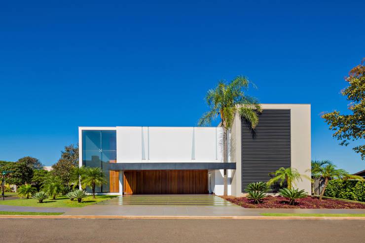 Casa Jabuticaba: Casas  por Raffo Arquitetura