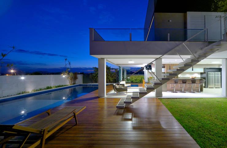 Casa Jabuticaba: Terraços  por Raffo Arquitetura