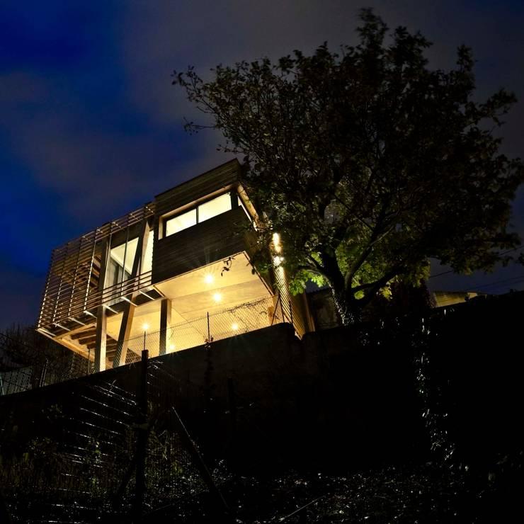 La Maison Mikado: Maisons de style  par Hervé DELOUIS Architecte DPLG