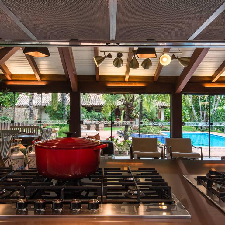 Cocinas de estilo  por Camila Tannous Arquitetura & Interiores