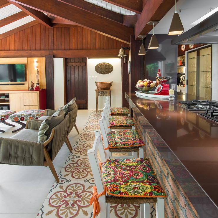 Varanda Gourmet | Campo Grande MS: Terraços  por Camila Tannous Arquitetura & Interiores