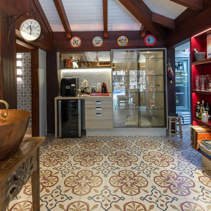 Varanda Gourmet | Campo Grande MS: Cozinhas  por Camila Tannous Arquitetura & Interiores