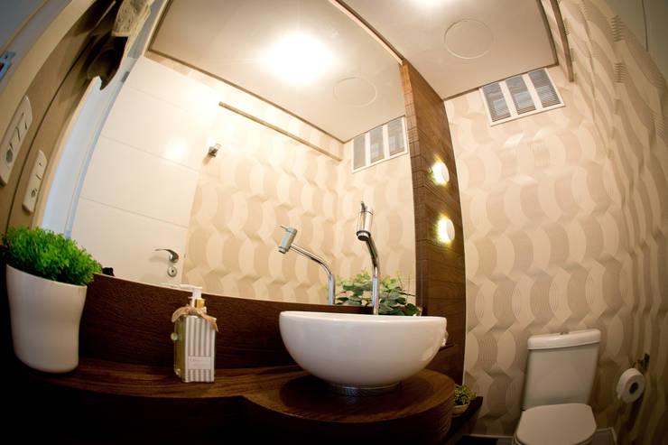 Lavabo: Banheiros ecléticos por INOVA Arquitetura