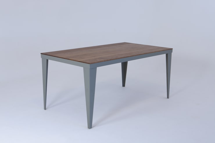 Oak plank table:  Dining room by wemaketables