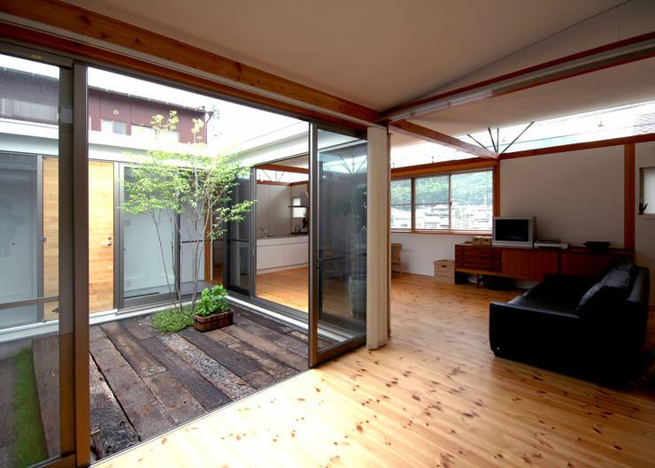 コートハウス: 土居建築工房が手掛けた庭です。