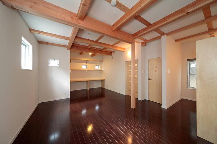 将来子供部屋に仕切れる多目的室。: 田崎設計室が手掛けた和室です。