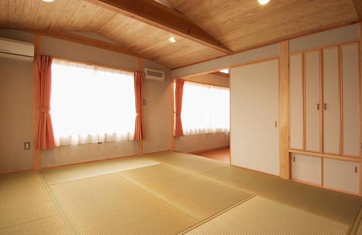 寝室: 氏原求建築設計工房が手掛けた寝室です。,