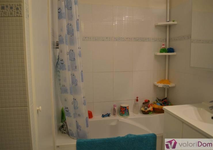 Home staging d'une salle de bain d'enfants Avant:  de style  par VALORIDOM