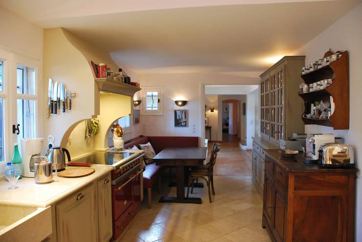 Dapur oleh FLEURY ARCHITECTE, Klasik