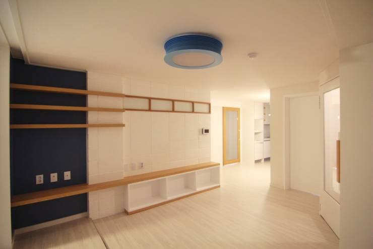 "simple & funny Apartment Interior: Light&Salt Design의 {:asian=>""아시아틱"", :classic=>""클래식"", :colonial=>""식민지 풍"", :country=>""컨트리"", :eclectic=>""에클레틱"", :industrial=>""인더스트리얼"", :mediterranean=>""지중해"", :minimalist=>""미니멀리스트"", :modern=>""현대"", :rustic=>""촌사람 같은"", :scandinavian=>""스칸디나비아 사람"", :tropical=>""열렬한""} ,"
