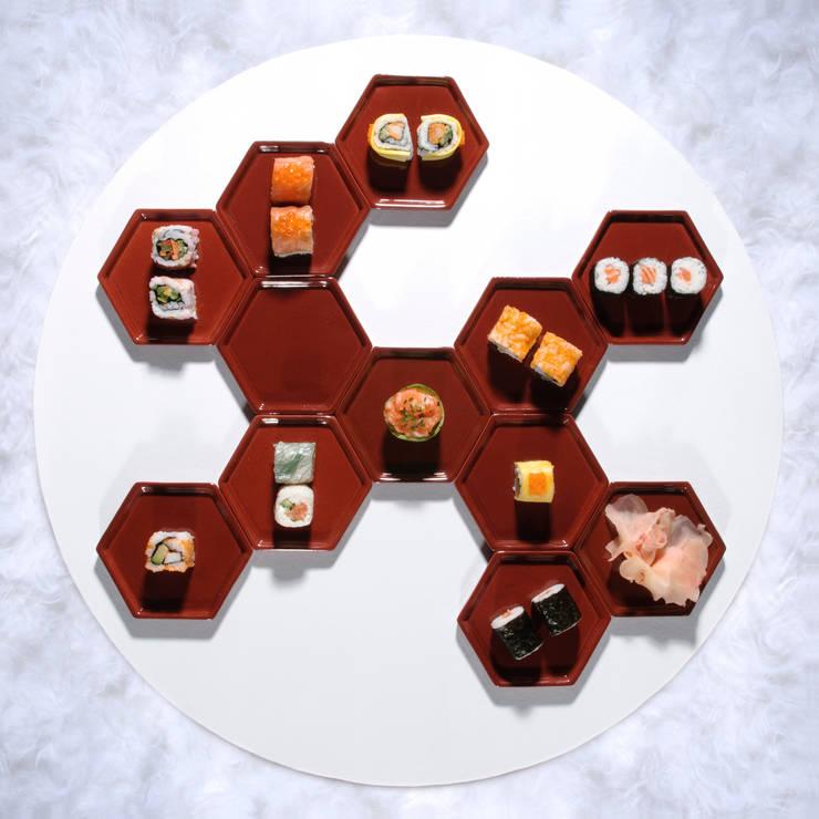 Manger dans des Tomettes (céramique émaillée / 12,5 x 11 x 1 cm): Maison de style  par [f] utilité