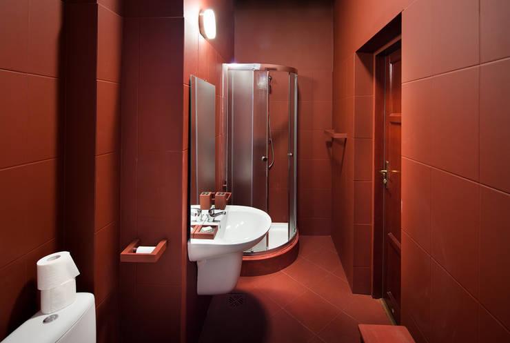 Pokój w Boutique Hoste Patria - Katografika: styl , w kategorii Łazienka zaprojektowany przez musk collective design