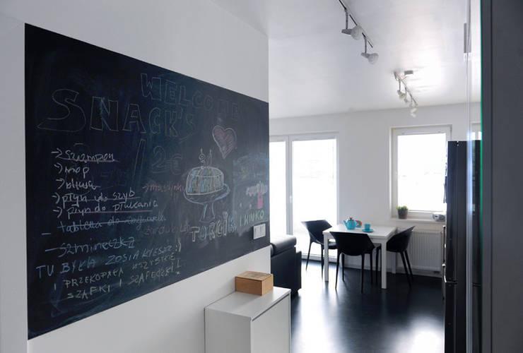 Mieszkanie Bażantowo: styl , w kategorii Korytarz, przedpokój zaprojektowany przez musk collective design,Minimalistyczny
