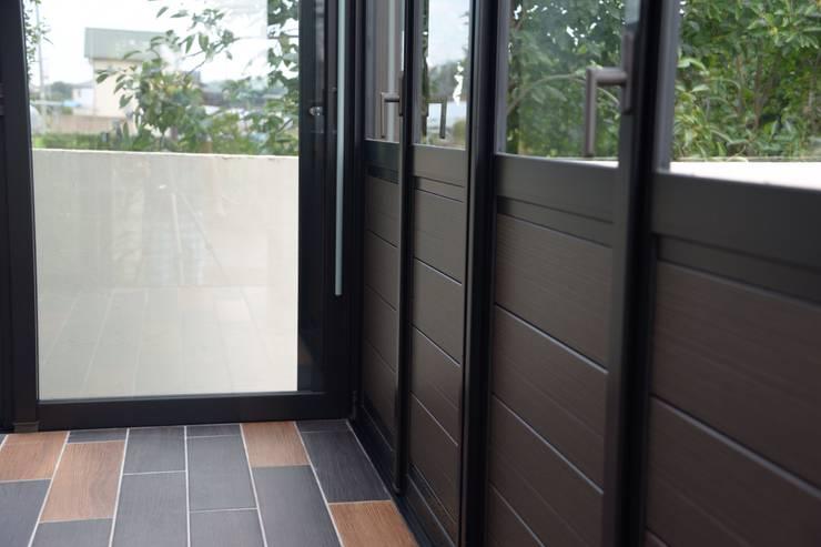 カフェのような贅沢ガーデンルーム: 株式会社福樹園が手掛けた壁です。