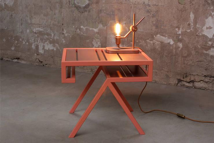 Contorno N°9: modern  door Studio Jolanda van Goor, Modern Metaal