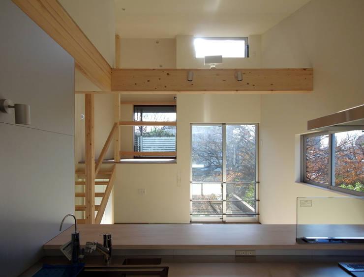 マドの家: 充総合計画 一級建築士事務所が手掛けたダイニングです。,