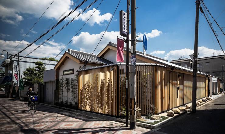 それぞれの庭の家 縦格子のファサード: 株式会社seki.designが手掛けた家です。