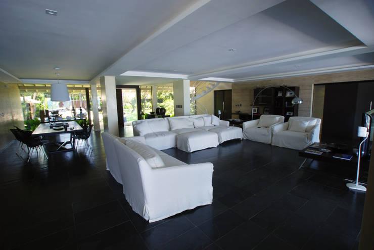   Il living: Soggiorno in stile in stile Moderno di Sintony SRL