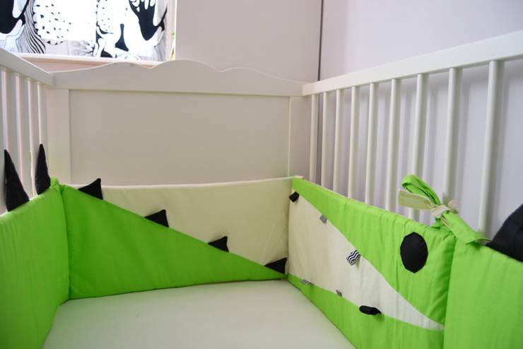 Czarno - Białe zabawki i akcesoria dla niemowląt: styl , w kategorii Pokój dziecięcy zaprojektowany przez Black Plum