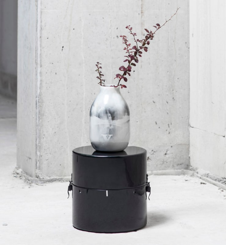 Capture vase op box: modern  door studio Mianne de Vries, Modern