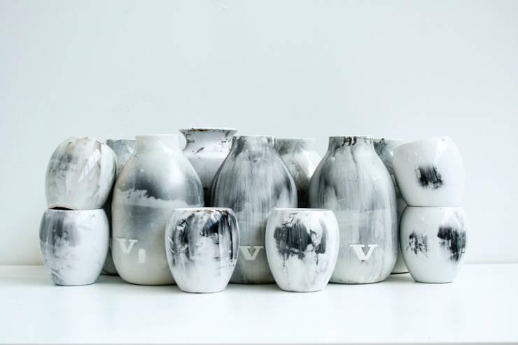 Vaas experimenten capture vase:   door studio Mianne de Vries
