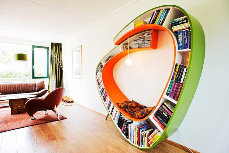 Bookworm: moderne Woonkamer door Atelier 010