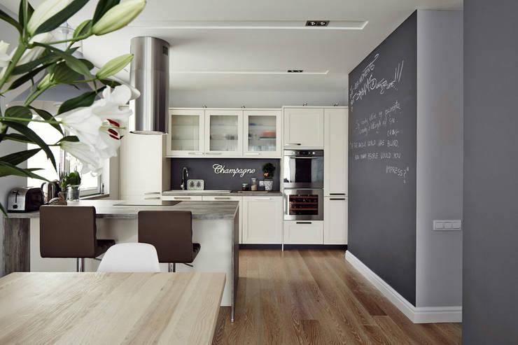 Apartament w Krakowie - kuchnia: styl , w kategorii Kuchnia zaprojektowany przez AvoCADo