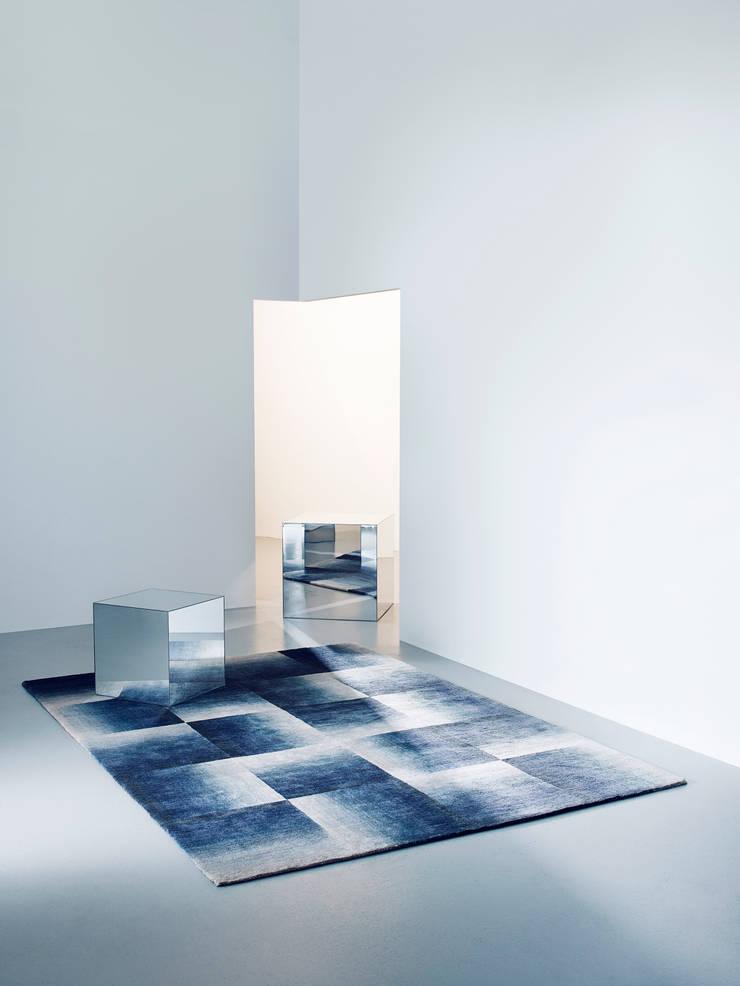 Deirdre Dyson SHADOWS hand knotted wool and silk rug:  Walls by Deirdre Dyson LLP, Modern