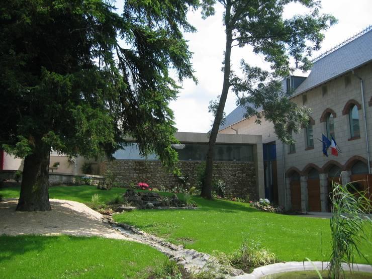 Chateau Corbin Liverdun: Jardin de style  par Atelier d'Architecture Sylvain Giacomazzi