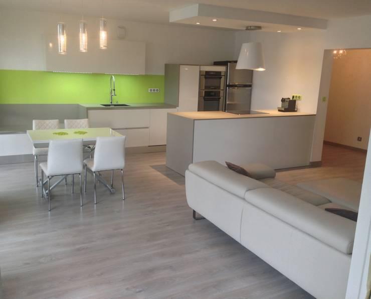 Aprés cuisine:  de style  par Les cuisines d'Arno