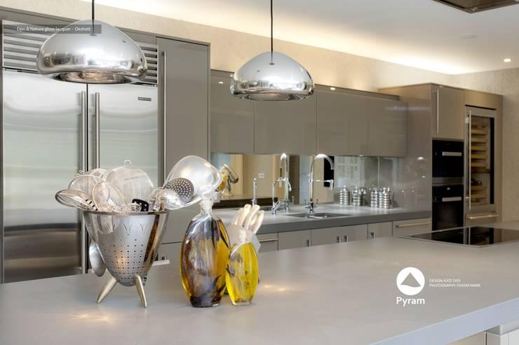 Gloss lacquer Pyram kitchen in Oxshott:  Kitchen by Pyram, Modern