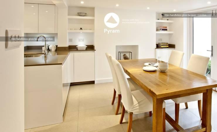 Gloss lacquered London kitchen:  Kitchen by Pyram, Modern
