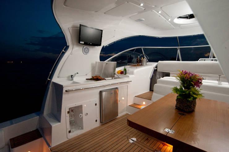 Cockpit - HELENAROCHAarquitetura: Iates e jatos  por HELENAROCHAarquitetura