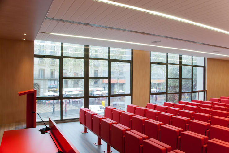 Auditorio Aleix Carrió. Escuela Superior de Diseño Elisava.: Escuelas de estilo  de Morgui Súnico